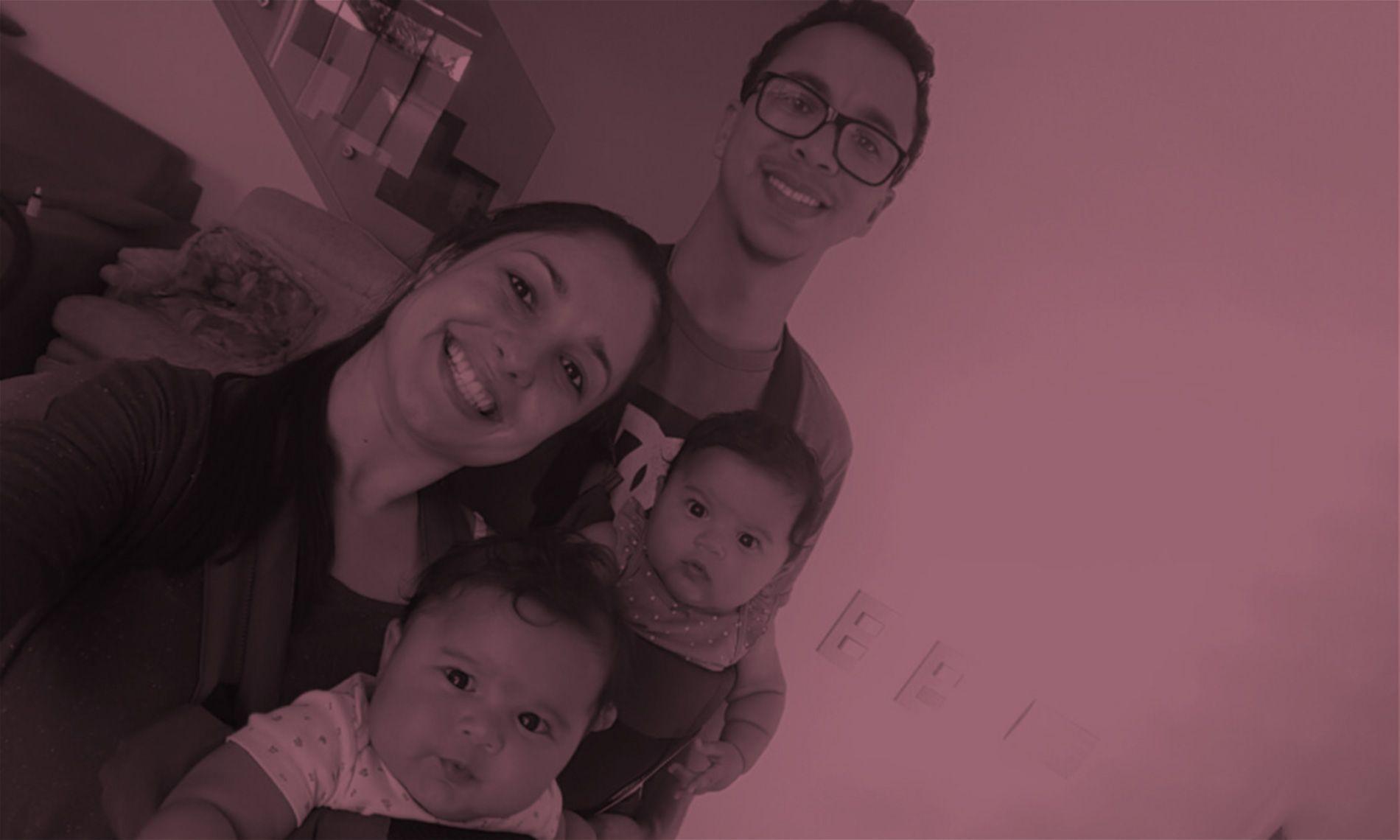 Paulo Renato Castro, durante licença-paternidade, com a família completa | crédito: Paulo Renato/Arquivo Pessoal