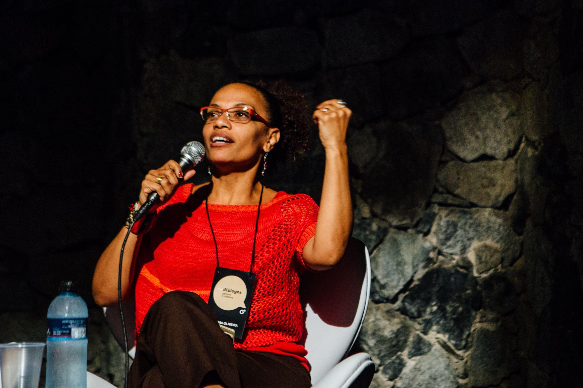 A jornalista Flávia Oliveira discute equidade e interseccionalidade na primeira mesa do dia. Foto: Juliana Chalita