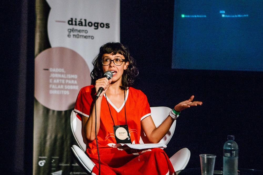Maria Lutterbach, codiretora da Gênero e Número, mediou o sexto e último diálogo do dia
