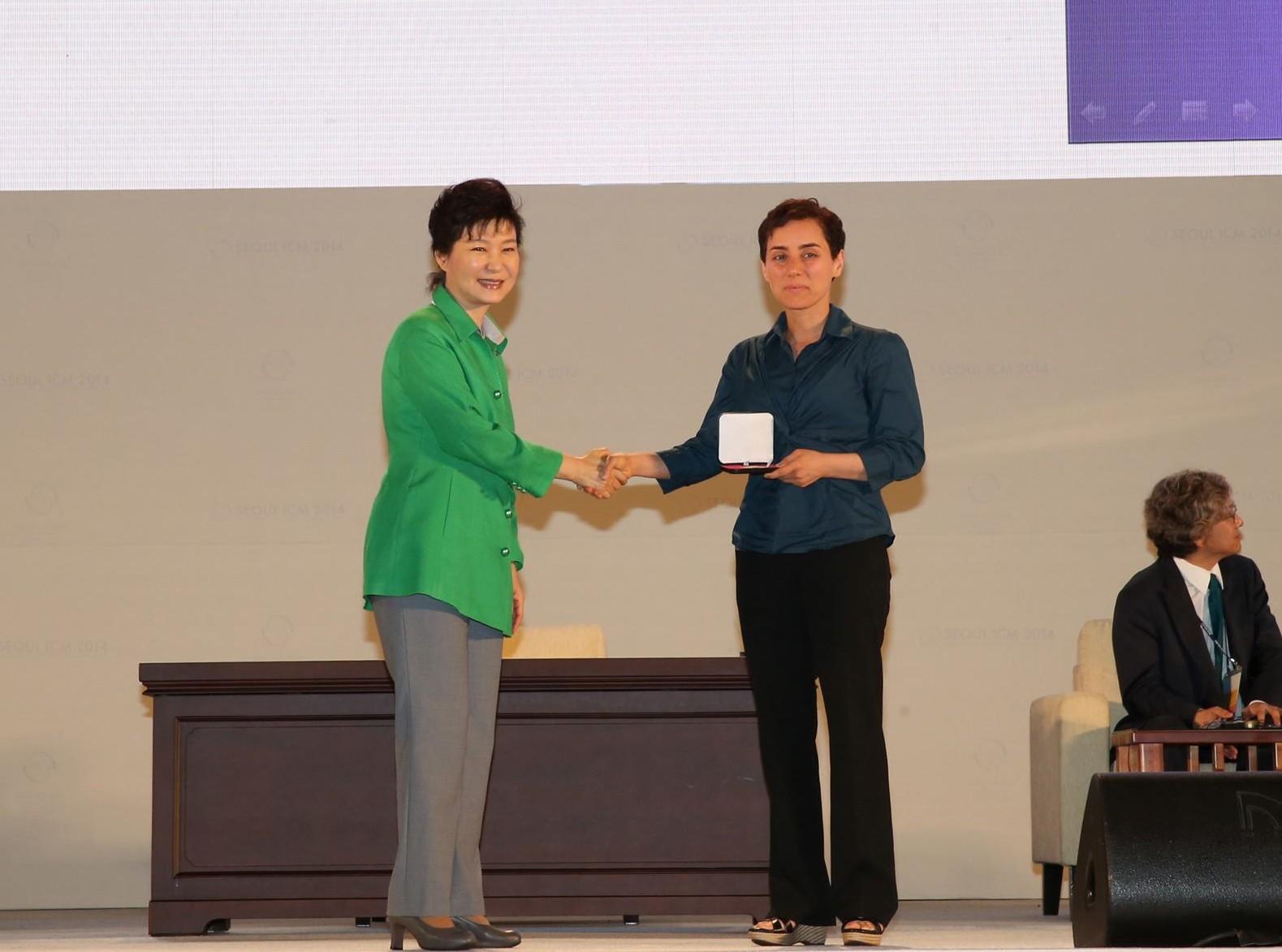No ICM 2014, na Coreia do Sul, a iraniana Maryam Mirzakhani tornou-se a primeira mulher a receber a medalha Fields; em 2017 ela morreria de câncer de mama Foto: ICM/Divulgação