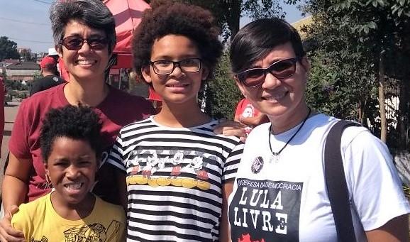 Suzi Camey com a família em evento político em Porto Alegre| Foto: acervo Pessoal