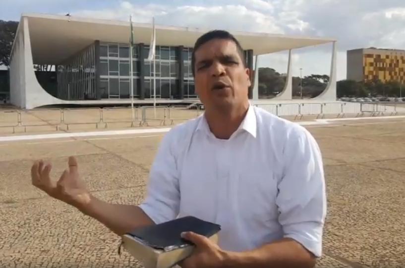 Cabo Daciolo se posiciona contra descriminalização. Em vídeo, citou passagem bíblica em frente ao STF. | Foto: Reprodução/Facebook