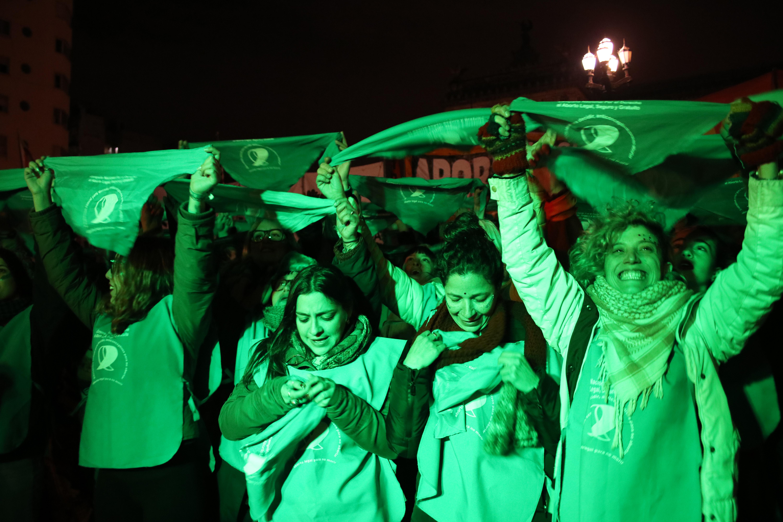 Os pañuelazos foram parte das demonstrações de apoio à legalização do aborto na Argentina. | Foto: MONK Fotografía