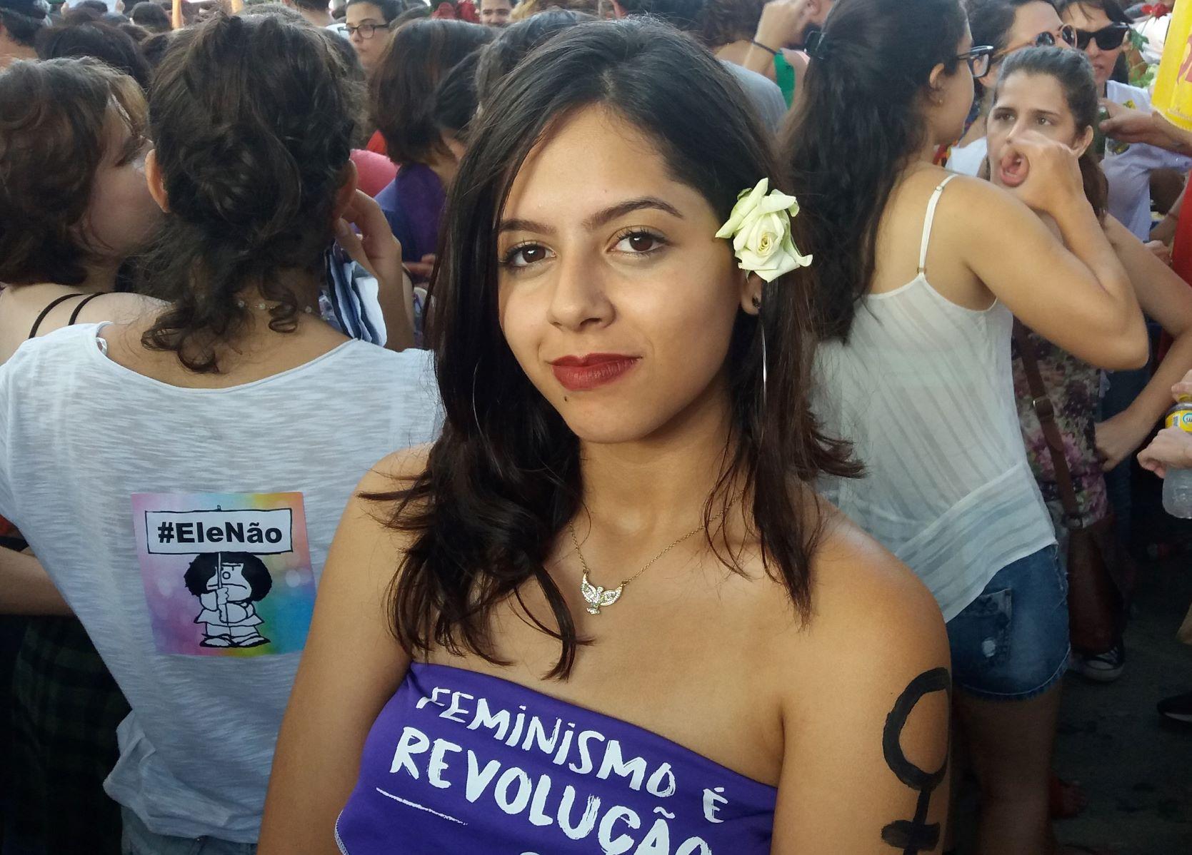 Marcela Silva, que viajou à capital para participar do ato, está em dúvida entre Ciro e Haddad | Foto: Mirella Falcão/Gênero e Número