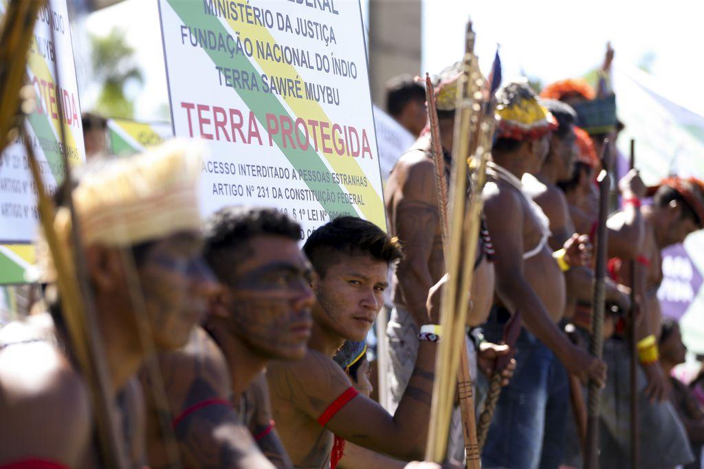 Demarcação de terra é reivindicação antiga dos indígenas. Em abril passado, povo Munduruku manifestou-se em frente ao Ministério da Justiça | Foto: Marcelo Camargo/Agência Brasil