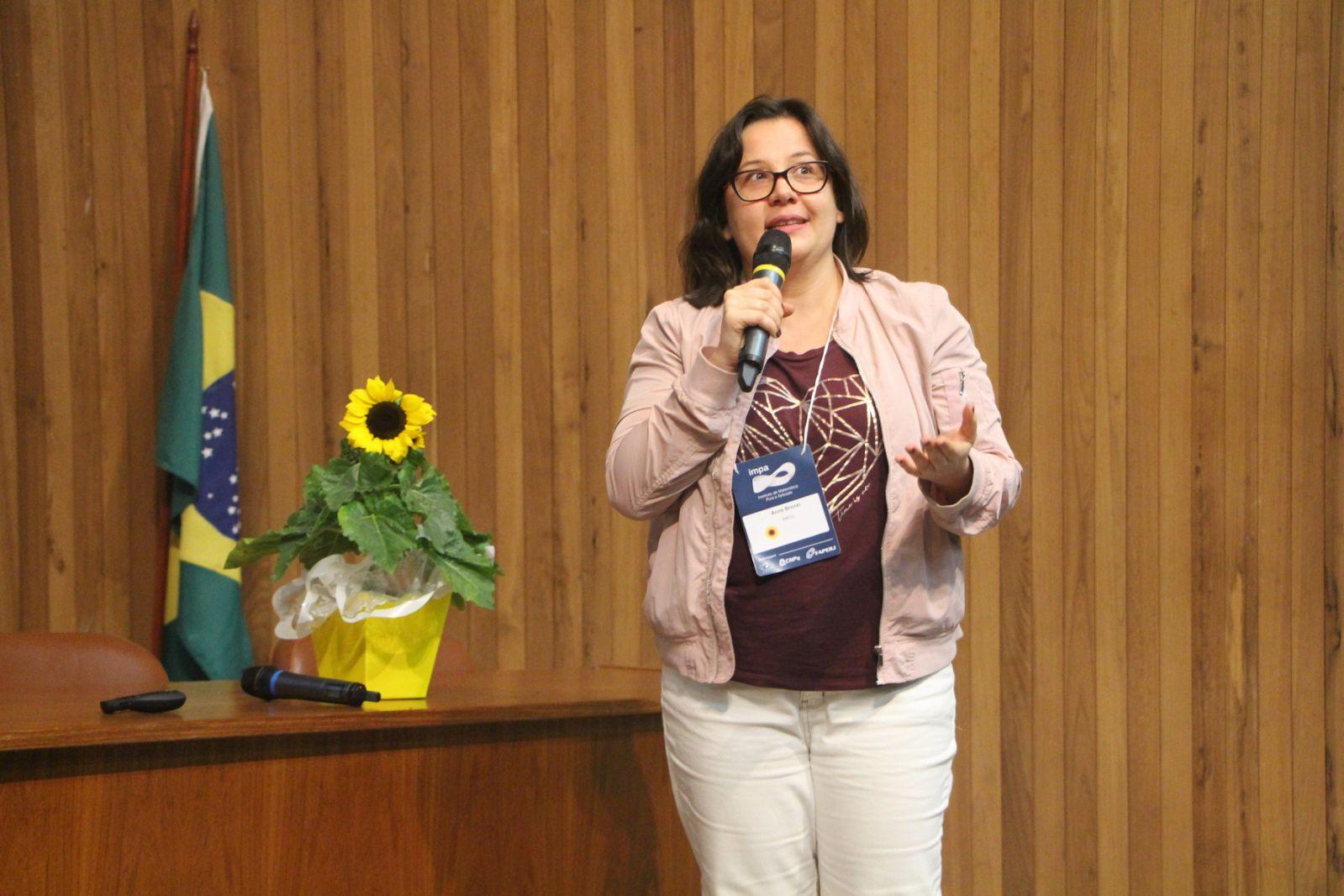 Anne Caroline Bronzi é matemática e uma das organizadoras do projeto Meninas SuperCientistas | Foto: Divulgação IMPA
