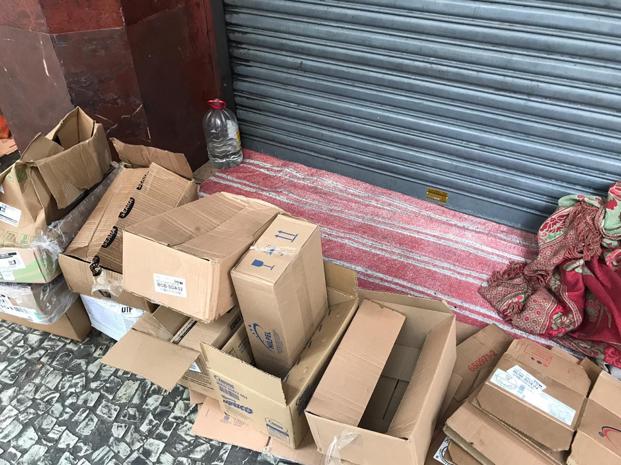 Caixas de papelão e suscetíveis a violências: a rotina das mulheres em situação de rua reflete ausência do Estado. | Foto: Lola Ferreira / Gênero e Número