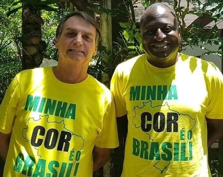 Sempre ao lado de Jair Bolsonaro, Hélio desloca a pauta racial para afastar questões prioritárias que os políticos negros discutem há décadas | Foto: Divulgação / Facebook