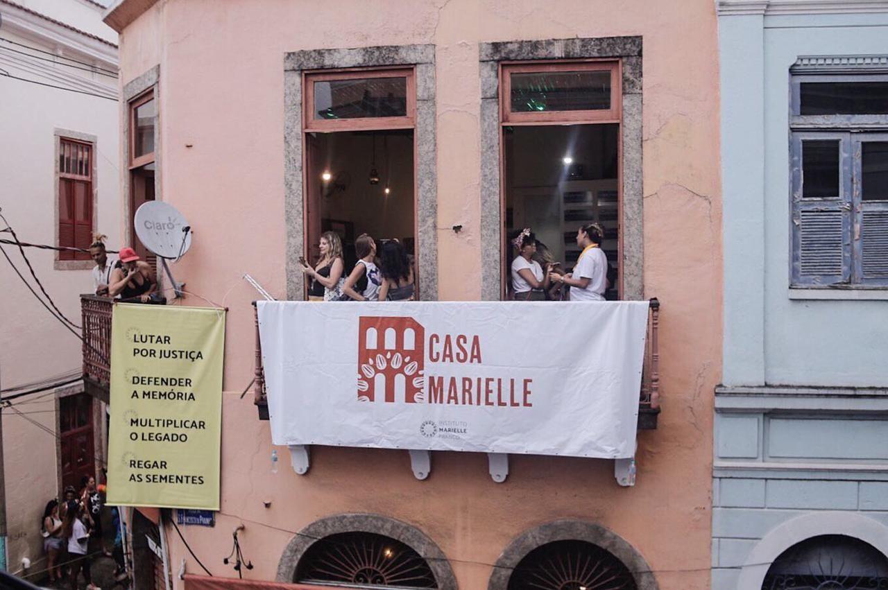 Inauguração da Casa Marielle reuniu mais de 7 mil pessoas no Largo São Francisco da Prainha, no Rio de Janeiro| Foto: Mayara Donaria/Divulgação