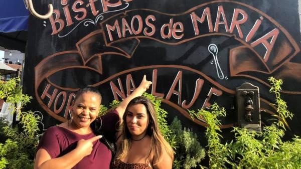 Elizandra no restaurante Mãos de Maria|Foto: Reprodução/Facebook)
