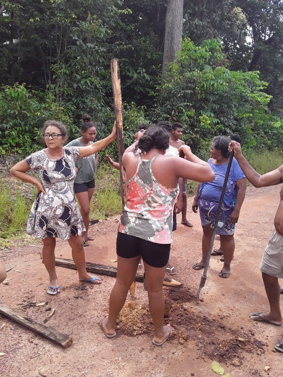 Mulheres das comunidades quilombolas África e Laranjituba (PA) fecham todos os acessos aos quilombos. | Foto: Malungu