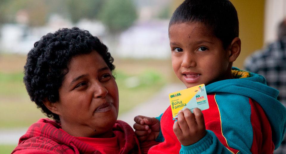 São recorrentes as reclamações entre as mães de não aprovação do benefício do auxílio emergencial ou a dificuldade em acessar os aplicativos de transferência do recurso | Fotos Públicas