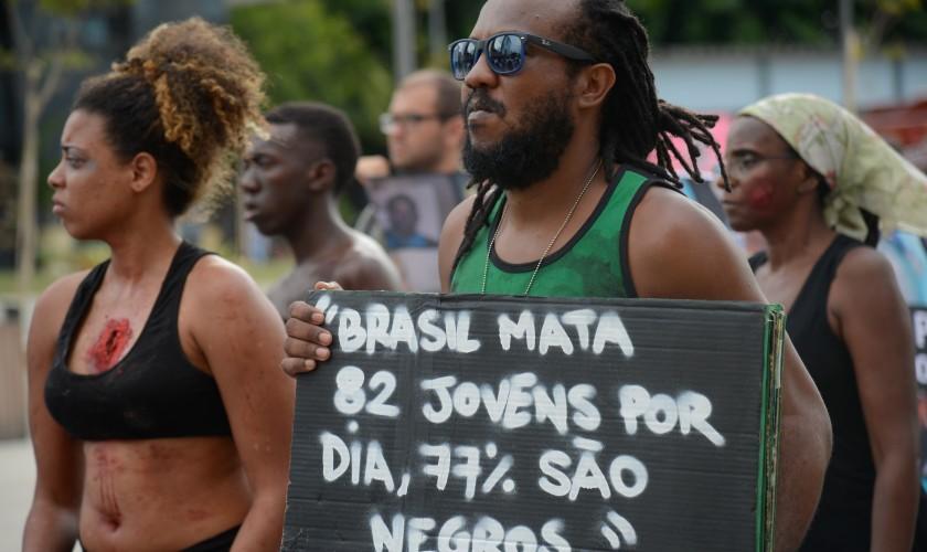 Mães de jovens mortos protestam contra violência policial