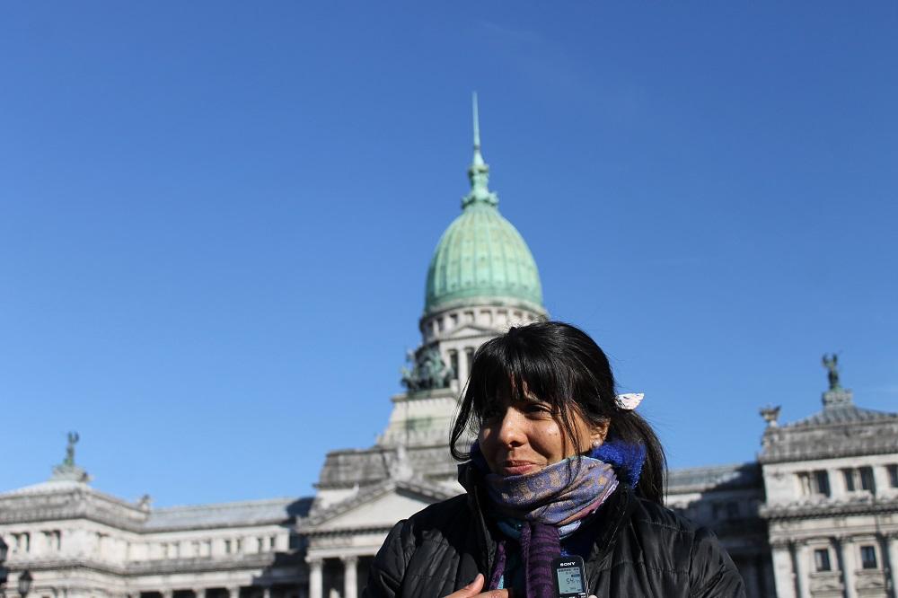 A funcionária pública Graciela, de 37 anos, passou a noite na Praça Congresso