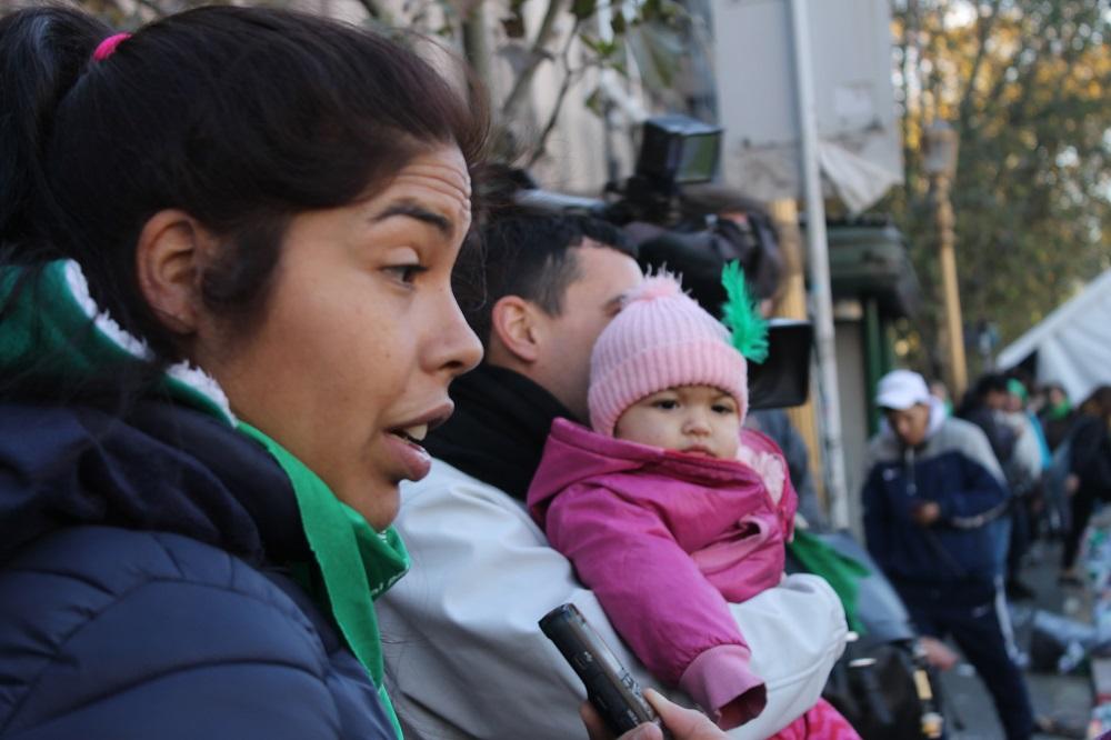 Rocío Ponce, 28 anos: 'É uma boa perspectiva pensar que minhas três filhas tenham a possibilidade de desfrutar de direitos que nós não tivemos' (MONK Fotografía)
