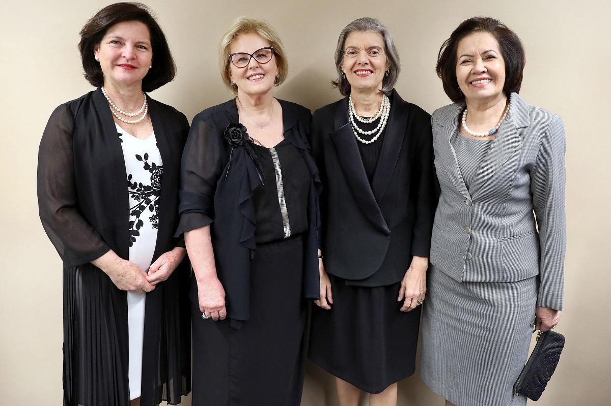 Com Raquel Dodge, da PGR, a ministra do STF Carmen Lúcia e Laurita Vaz, ex-presidenta do STJ. | Foto: Roberto Jayme/TSE