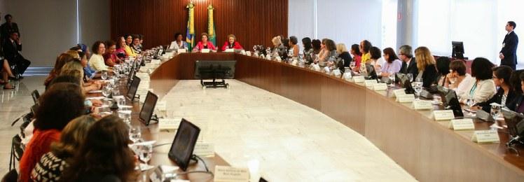Dilma Rousseff e Eleonora Menicucci, então ministra da SPM, na 46ª reunião do CNDM, em março de 2016. | Foto: Leo Rizzo/SPM