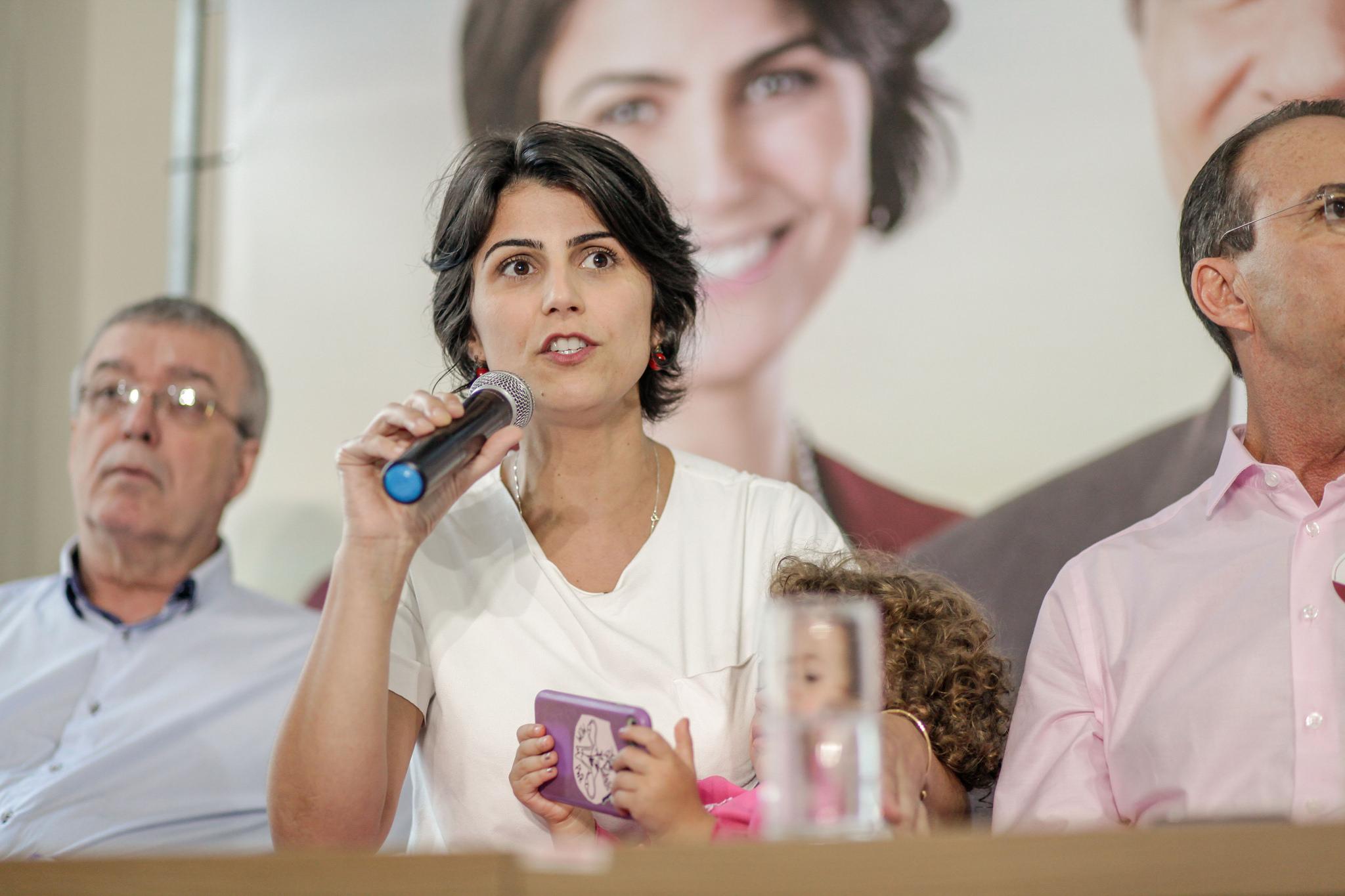 Candidata a vice presidência, Manuela D'Ávila durante campanha eleitoral em Florianópolis. Foto: João Soares