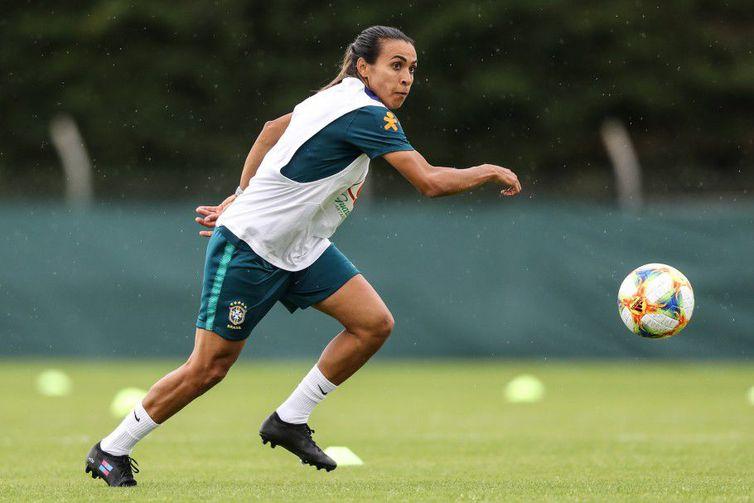 Marta volta a treinar com as demais jogadoras em preparação para jogo contra a Austrália  Foto: Divulgação CBF