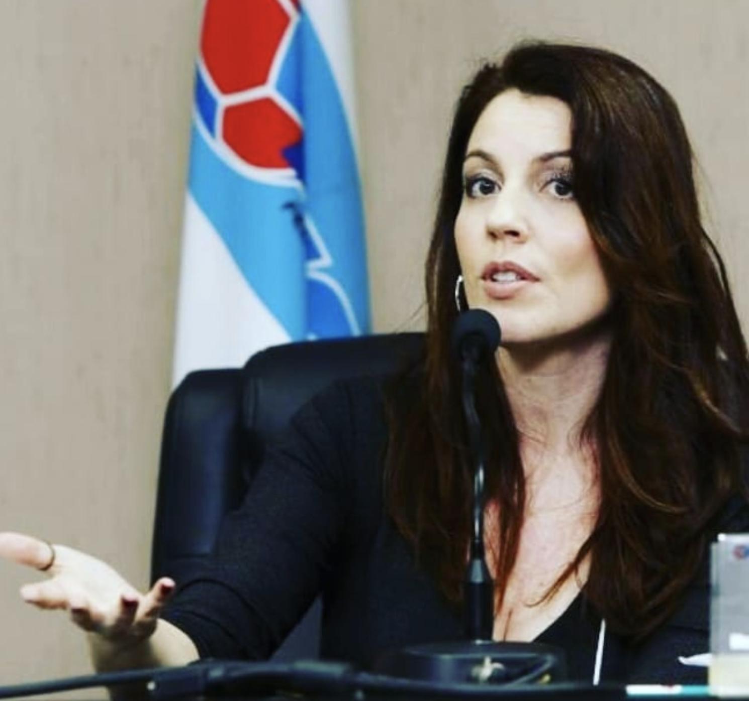 """""""O governo reforçou a ideia de que a Educação Sexual pode erotizar crianças e adolescente"""", destaca Caroline Arcari   Foto: Reprodução Instagram"""
