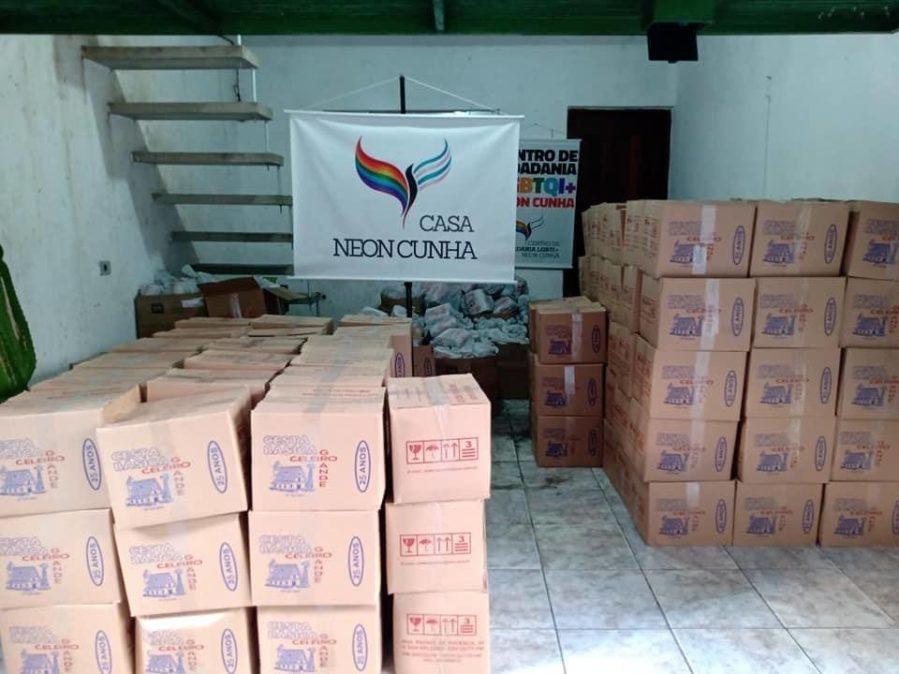 A distribuição de cestas básicas na Casa Neon Cunha | Foto: Divulgação