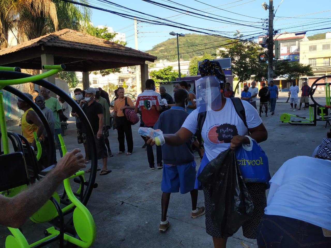 Distribuição de kits de higiene na zona norte do Rio | Foto: Divulgação