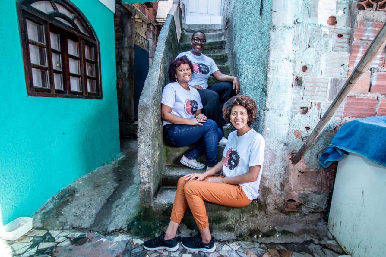 Equipe completa do coletivo Pretas Ruas | Foto: Divulgação