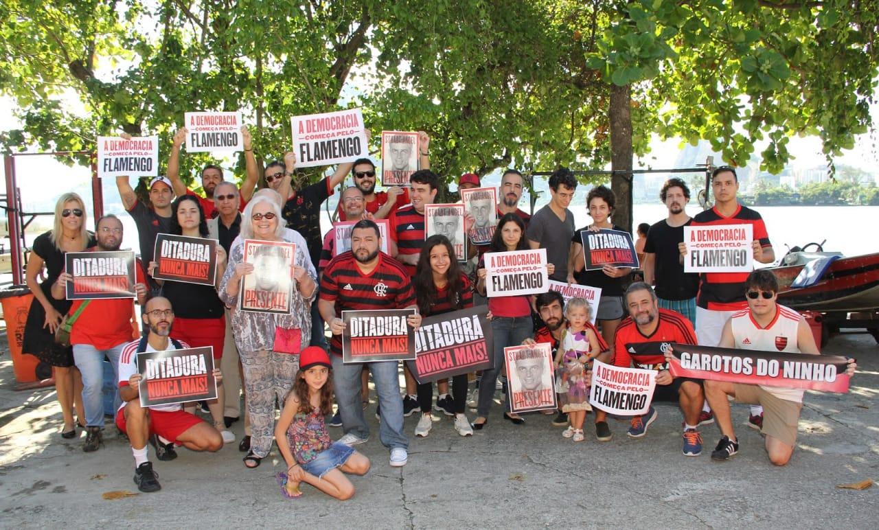 Membros do Flamengo da Gente em manifestação pela memória de Stuart Angel, atleta do clube morto na ditadura militar   Foto: Arquivo pessoal