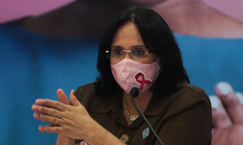 A ministra da ministra da Mulher, da Família e dos Direitos Humanos, Damares Alves,  participa do lançamento da campanha para detecção precoce do câncer de mama